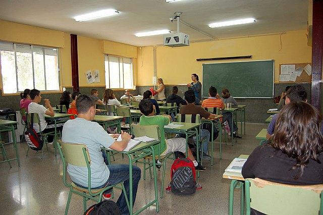 Charla online de orientación universitaria a alumnos del CES Vega Media